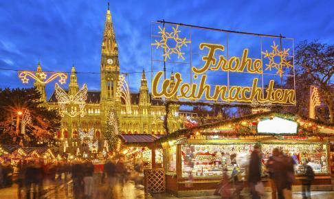 Julemarked foran rådhuset i Wien - Risskov Rejser