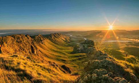 Sunrise at Te Mata Peak, Napier, Hawkes Bay - Risskov Rejser