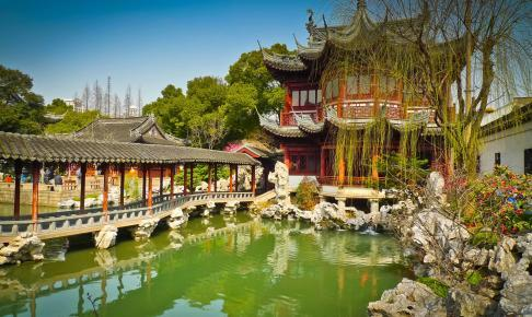 Traditional pavilions in Yuyuan Gardens, Shanghai, China - Risskov Rejser