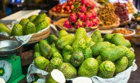 Soursop in the Asian market, graviola - Risskov Rejser