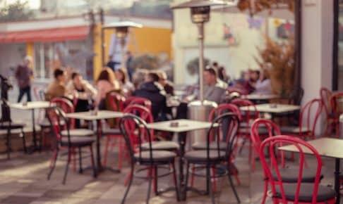 Caféliv i hovedstaden Tirana, Albanien