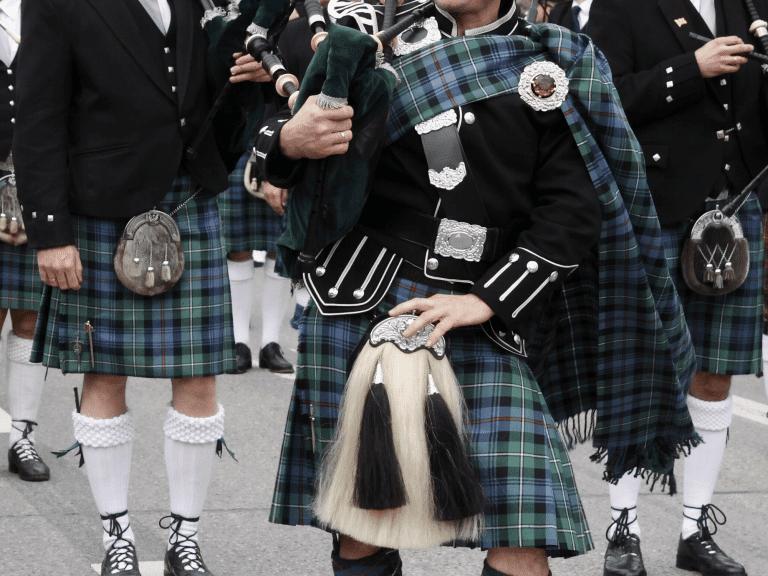 Sælkkepibe-spiller i kilt, Skotland - Risskov Rejser