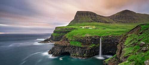 Vagar-vandfaldet i Gasadalur, Færøerne - Risskov Rejser