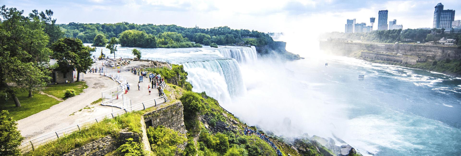 Niagara Falls og Toronto i baggrunden