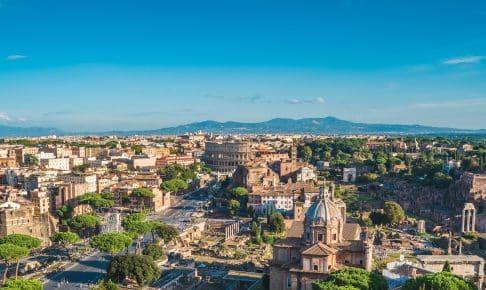 Panorama over Rom med Colosseum og Roman Forum