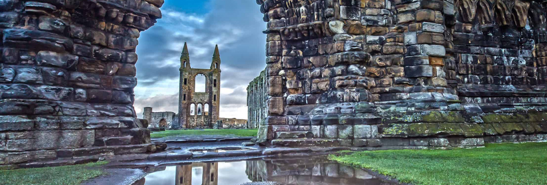 Ruinerne ved St. Andrew katedralen i Skotland