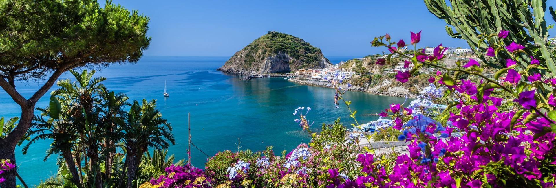 Smuk udsigt fra øens kyst, Ischia