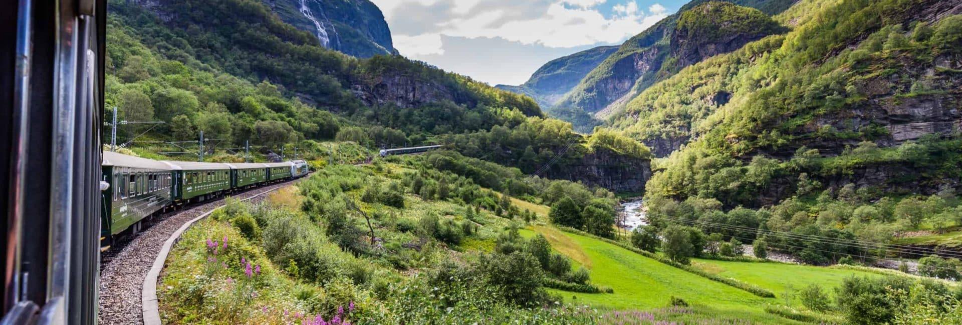 Norges smukke landskab fra tog