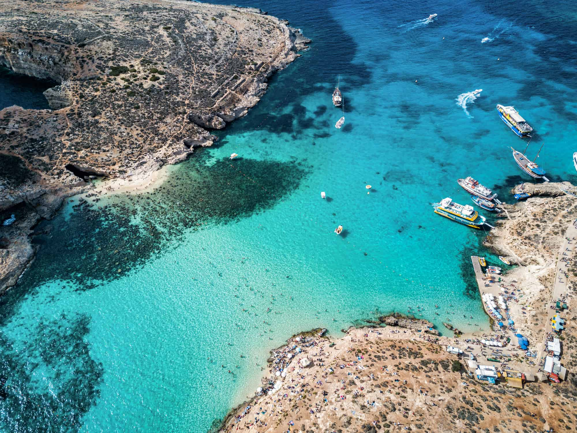 Den berømte Blå Lagune på øen Comino